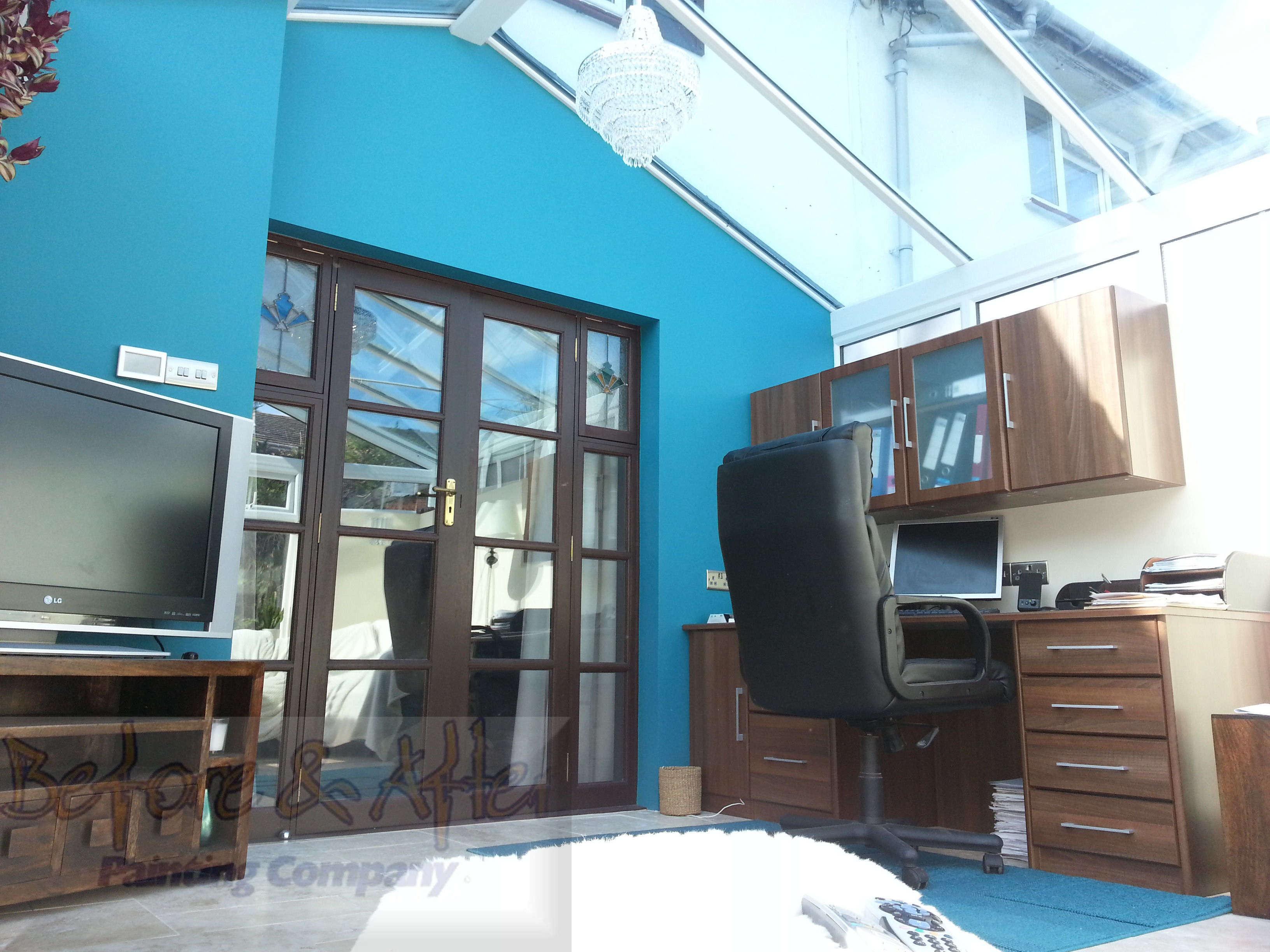 bold wall colour in a conservatory